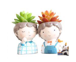 Кашпо горшок с кудрявыми цветочными статуэтками мальчиков